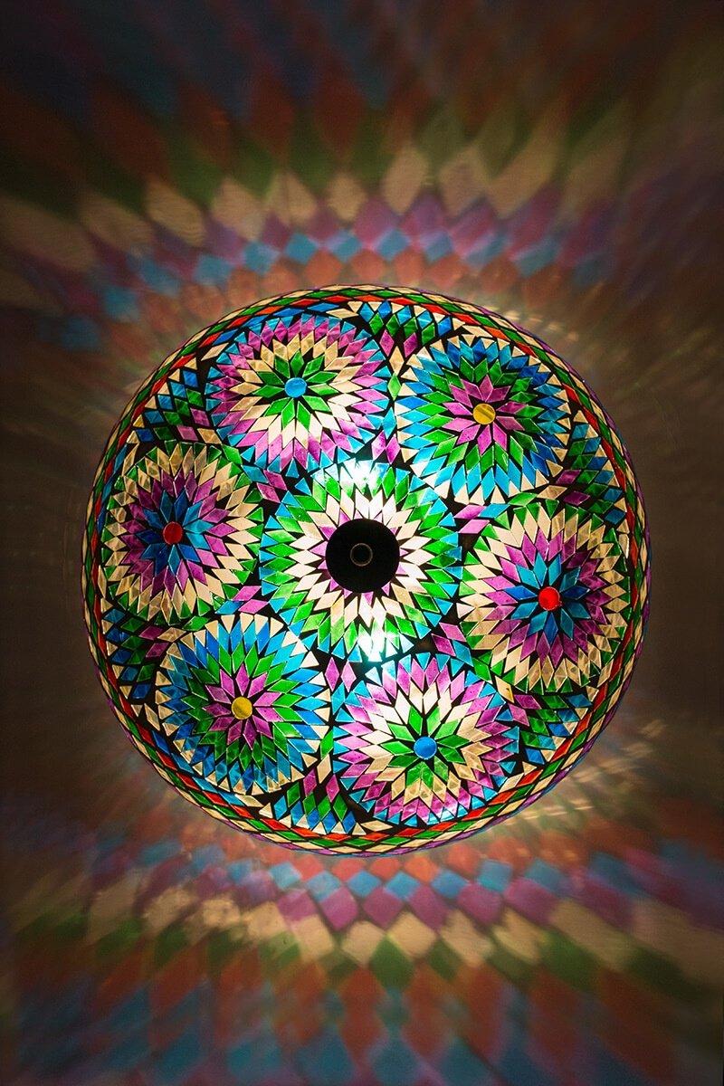 Mozaiek plafondlamp multicolour bohemian aan