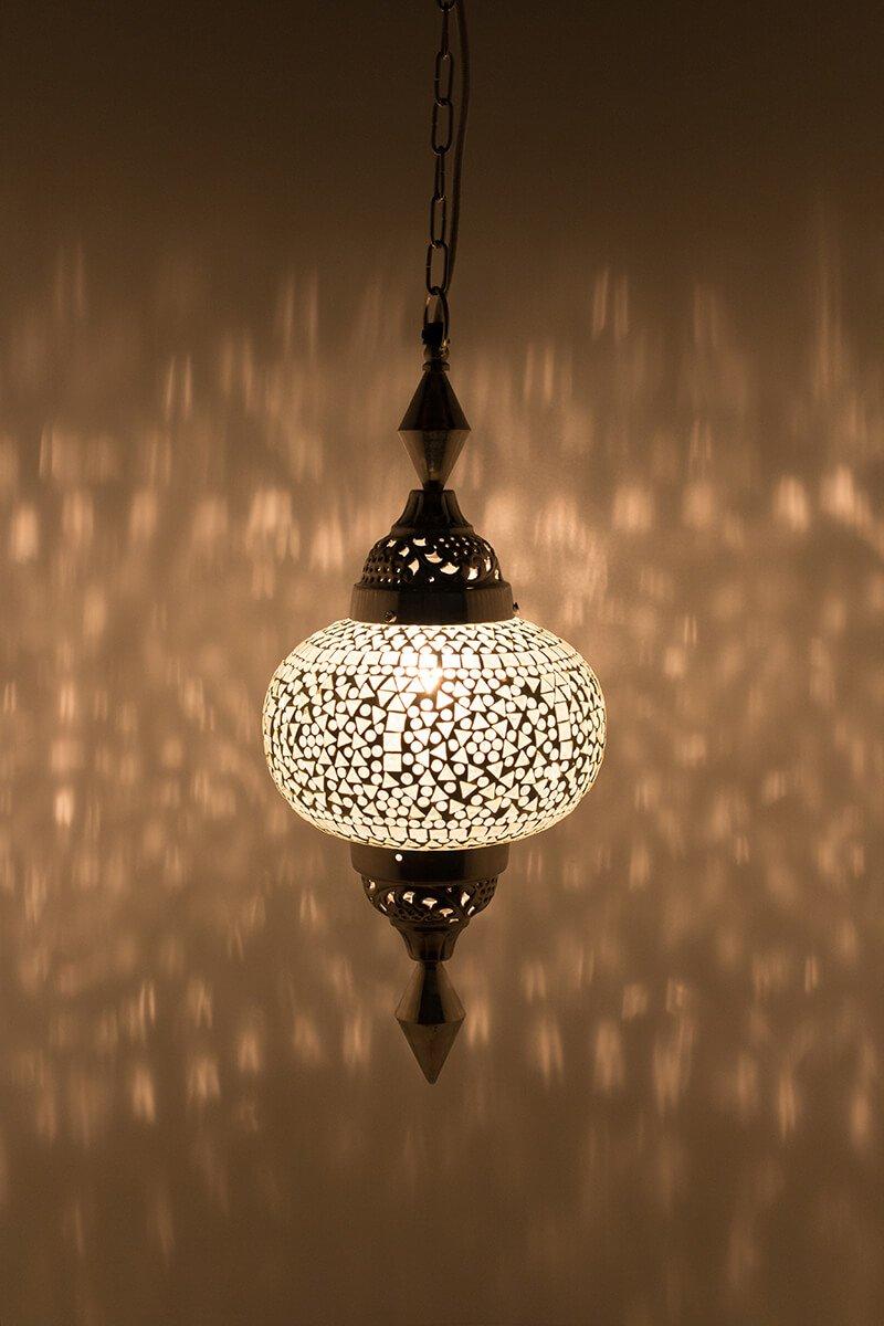 Oosterse lamp Gaya wit classic aan