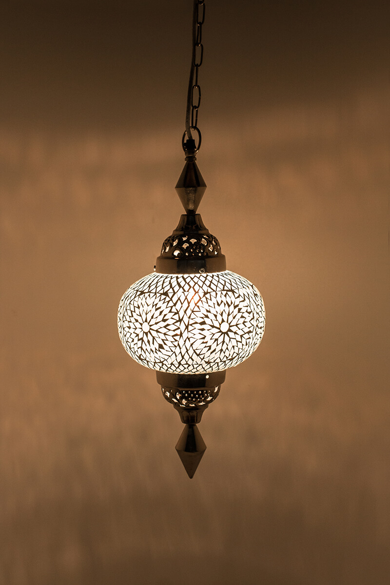 Oosterse lamp wit Gaya bohemian aan